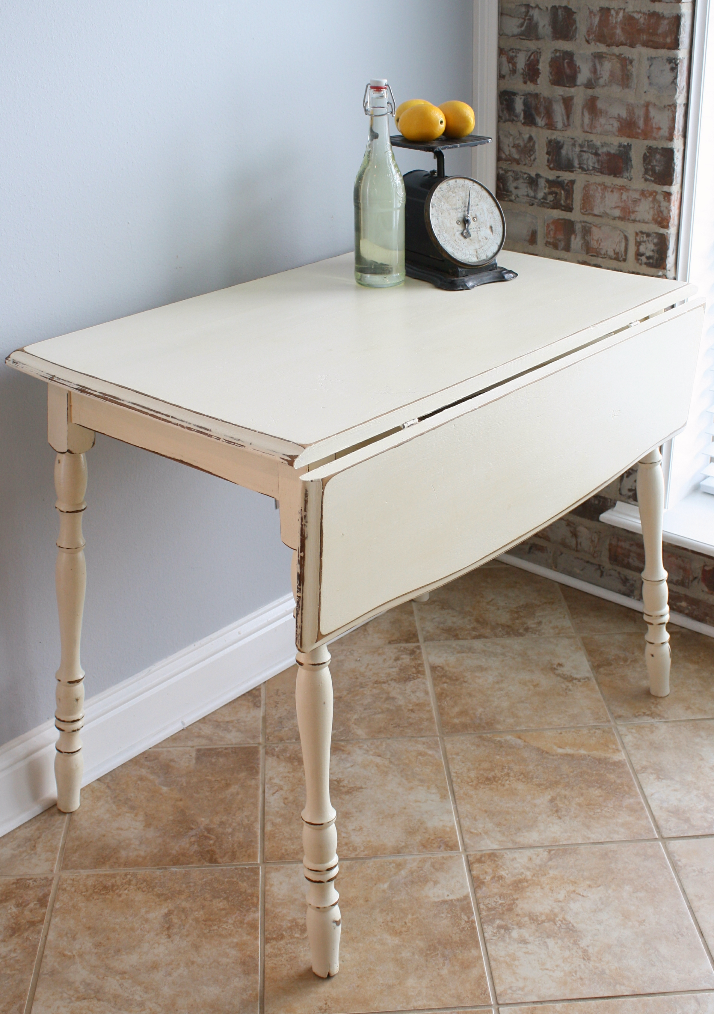 Vintage drop leaf kitchen table for Kitchen table